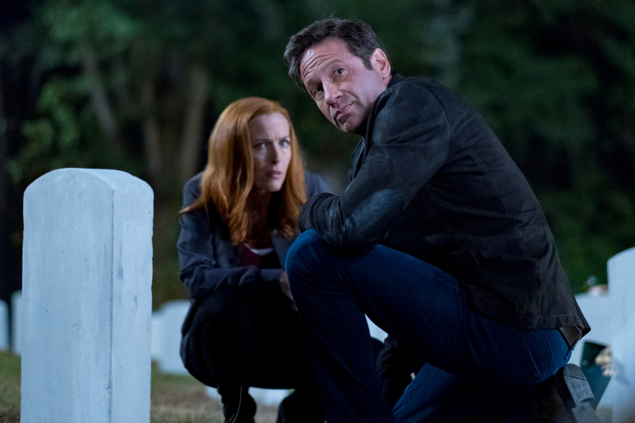 """Gillian Anderson as Dana Scully and David Duchovny as Fox Mulder in The X-Files 11x02 """"This"""""""