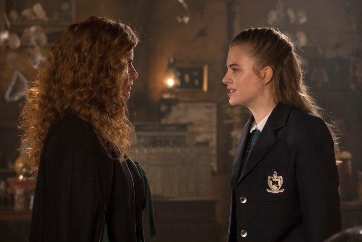 Rebecca Mader & Tiera Skovbye in OUAT 7x11 Photo: ABC/Jack Rowand